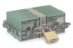 Paquete de dólares con la cerradura y la cadena Foto de archivo