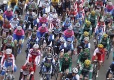 Paquete de jinetes durante raza de ciclo Imagenes de archivo