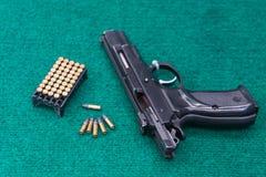 Paquete de la munición de la pistola Imagen de archivo libre de regalías