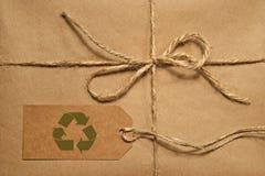 Paquete del envío de Brown atado con guita Imágenes de archivo libres de regalías
