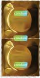 Paquete del preservativo del oro. Foto de archivo
