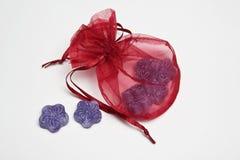 Paquete del regalo con los dulces Fotografía de archivo libre de regalías