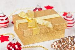 Paquete del regalo de la Navidad Foto de archivo