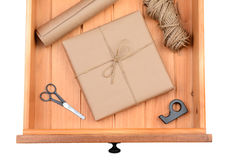 Paquete envuelto en cajón Foto de archivo libre de regalías