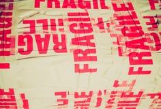 Paquete frágil del paquete de la mirada retra Imagenes de archivo
