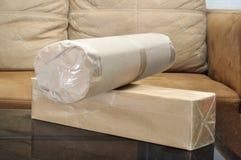 Paquete o packagesl de la entrega en la casa Fotografía de archivo