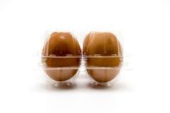 Paquete plástico del huevo aislado en el fondo blanco imagenes de archivo
