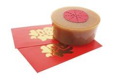 Paquete rojo y torta china del Año Nuevo Fotos de archivo libres de regalías