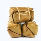 Paquete tailandés de las tortas de arroz en el fondo blanco fotos de archivo libres de regalías