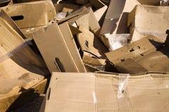 Paquetes de empaquetado lanzados hasta el vertido Fotografía de archivo libre de regalías