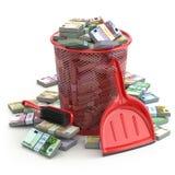 Paquetes de euro en el cubo de la basura Pérdida del dinero o de cuesta de la moneda Fotos de archivo
