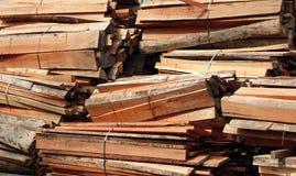 Paquetes de madera de construcción de la madera dura Foto de archivo