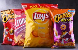 Paquetes de marcas populares de snacks fotos de archivo