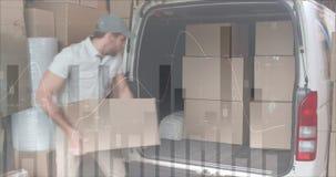 Paquetes del cargamento del repartidor adentro a su van 4k