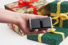 Paquetes del regalo de las compras de Digicam Foto de archivo libre de regalías