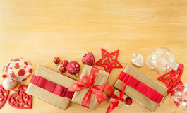 Paquetes envueltos bonitos para la Navidad Foto de archivo libre de regalías