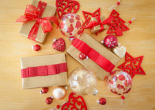 Paquetes envueltos bonitos para la Navidad Fotos de archivo libres de regalías
