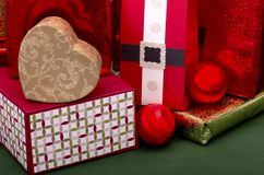 Paquetes y presentes de la Navidad fotografía de archivo