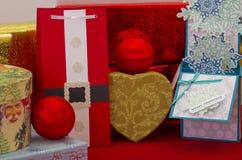 Paquetes y presentes de la Navidad foto de archivo libre de regalías
