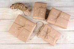 Paquets de Brown avec des étoiles Photos stock