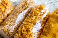 Paquets de fond de pâtes d'oeufs Images stock