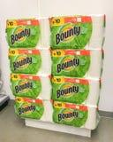 Paquets de serviettes de papier de générosité photo stock