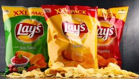 Paquets des pommes chips de configurations photographie stock