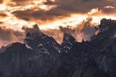 Paquistán Karakoram K2 que emigra puesta del sol del Mt Trango imagen de archivo libre de regalías