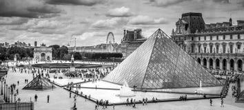 París de una ventana Imagen de archivo libre de regalías