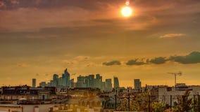 parís defensa del la, panorama de la puesta del sol Lapso de tiempo almacen de metraje de vídeo