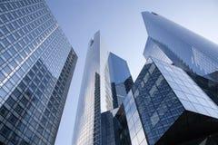 París - districto de Défense de la forma del rascacielos Imagen de archivo libre de regalías