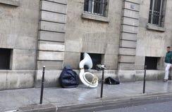 París, el 19 de julio: Instrumento del músico de la calle de París en Francia Fotografía de archivo