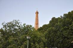 París, el 14 de julio: Torre Eiffel encendida de París en Francia Fotos de archivo libres de regalías