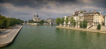 París, el río el Sena y catedral de Notre-Dame Fotos de archivo