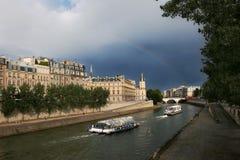 París. En el Seine #3. Imagen de archivo libre de regalías