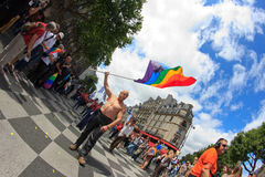 PARÍS, FRANCIA - 25 de junio. Orgullo de 2011 homosexuales Imagen de archivo libre de regalías