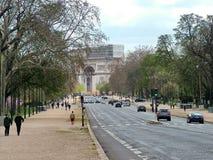 París, Francia, avenida Foch, en el fondo Arc de Triomphe Fotos de archivo