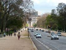 París, Francia - avenida Foch, en el fondo el arco de Triomp Fotografía de archivo libre de regalías