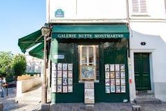 PARÍS, FRANCIA - circa abril de 2016; Pequeña empresa en: Montmartre en París Imagen de archivo