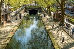 PARÍS, FRANCIA - 7 de abril de 2017 - cerradura del canal del ` s de San Martín en el distrito de París X Foto de archivo libre de regalías