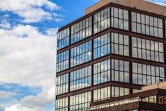 PARÍS, FRANCIA - 30 DE AGOSTO DE 2015: Centro de negocios de cristal moderno París - Francia Foto de archivo