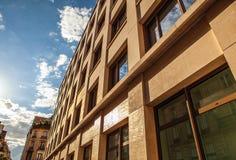 PARÍS, FRANCIA - 30 DE AGOSTO DE 2015: Defensa del La del distrito del negocio y de las compras en París Imágenes de archivo libres de regalías