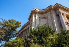 PARÍS - FRANCIA - 30 DE AGOSTO DE 2015: Palacio grande magnífico famoso de Palais en París Fotos de archivo