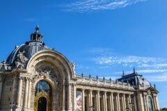 PARÍS - FRANCIA - 30 DE AGOSTO DE 2015: Palacio grande magnífico famoso de Palais en París Imagen de archivo libre de regalías