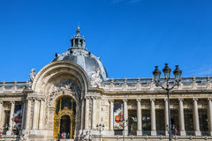 PARÍS - FRANCIA - 30 DE AGOSTO DE 2015: Palacio grande magnífico famoso de Palais en París Imágenes de archivo libres de regalías