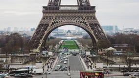 PARÍS, FRANCIA - 18 DE ENERO DE 2019: La torre Eiffel es símbolo del turismo del capital almacen de video