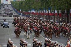 París, Francia - 14 de julio de 2012 El guardia republicano francés ecuestre participa en el desfile Foto de archivo libre de regalías