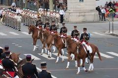 París, Francia - 14 de julio de 2012 El guardia republicano francés ecuestre participa en el desfile Fotografía de archivo