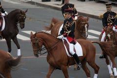 París, Francia - 14 de julio de 2012 El guardia republicano francés ecuestre participa en el desfile Fotos de archivo libres de regalías