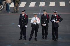 París, Francia - 14 de julio de 2012 La policía organiza el desfile militar anual en honor del día de Bastille Imagen de archivo libre de regalías